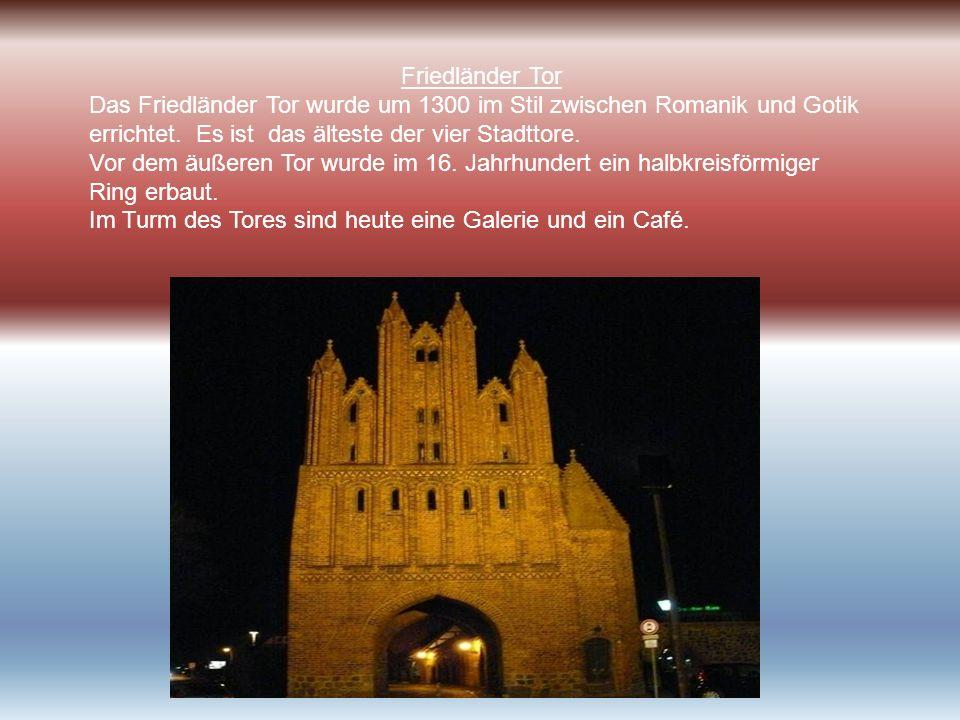 Friedländer Tor Das Friedländer Tor wurde um 1300 im Stil zwischen Romanik und Gotik errichtet. Es ist das älteste der vier Stadttore. Vor dem äußeren