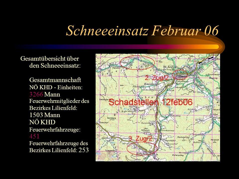 Schneeeinsatz Februar 06 Gesamtübersicht über den Schneeeinsatz: Gesamtmannschaft NÖ KHD - Einheiten: 3266 Mann Feuerwehrmitglieder des Bezirkes Lilienfeld: 1503 Mann NÖ KHD Feuerwehrfahrzeuge: 451 Feuerwehrfahrzeuge des Bezirkes Lilienfeld: 253
