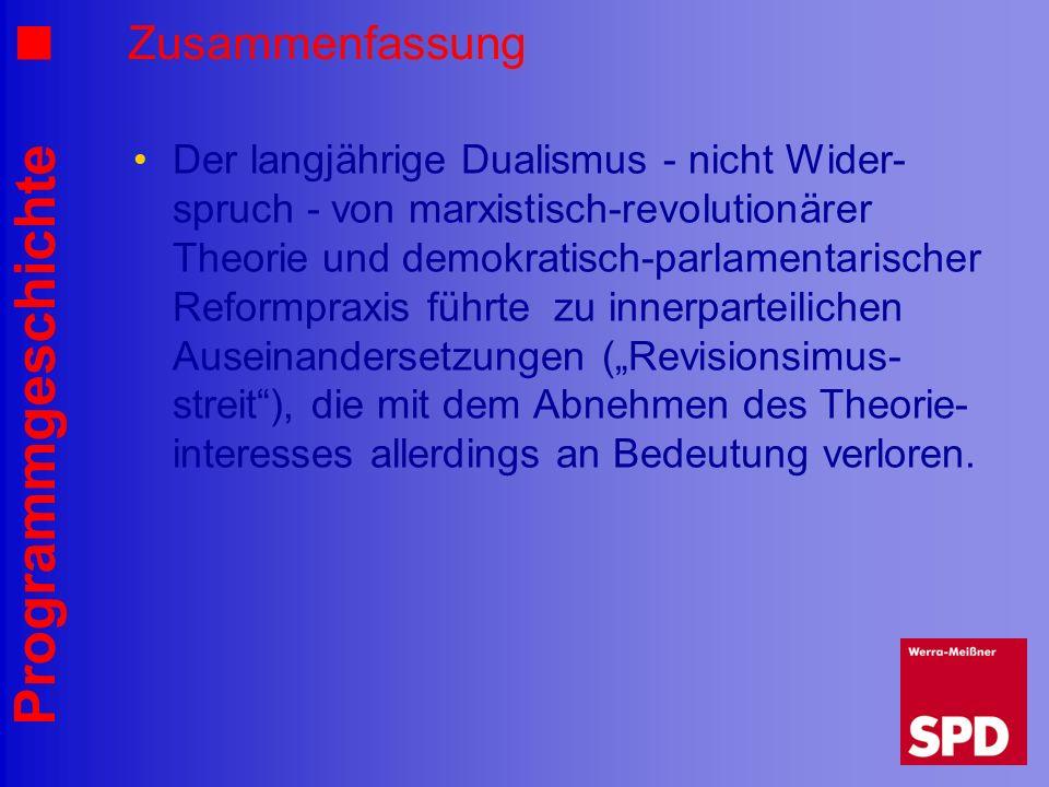 Programmgeschichte Zusammenfassung Der langjährige Dualismus - nicht Wider- spruch - von marxistisch-revolutionärer Theorie und demokratisch-parlament