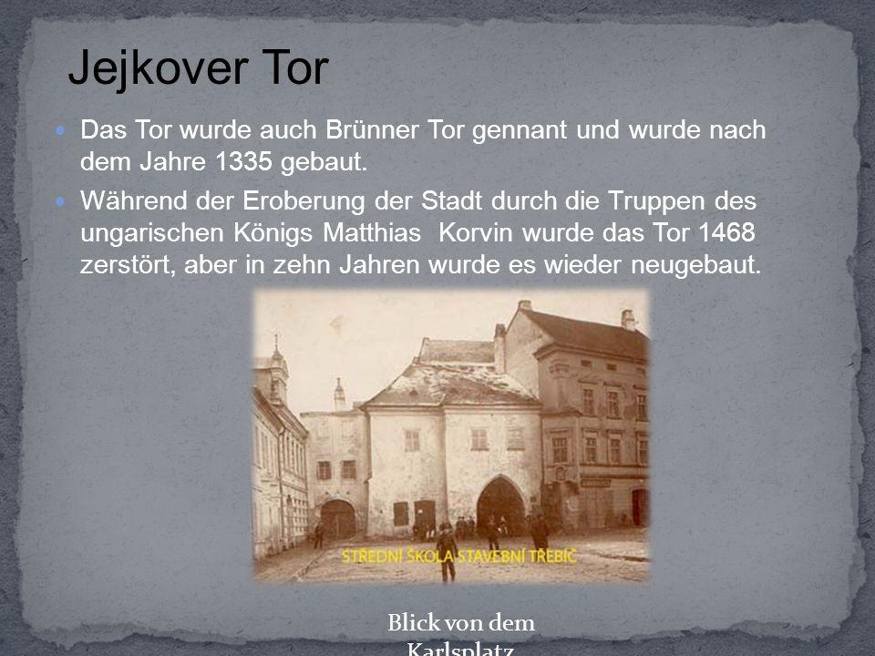 Das Tor wurde auch Brünner Tor gennant und wurde nach dem Jahre 1335 gebaut. Während der Eroberung der Stadt durch die Truppen des ungarischen Königs