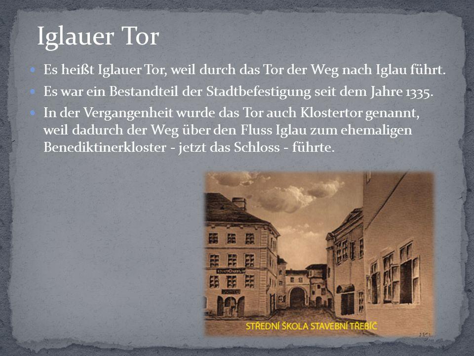 Es heißt Iglauer Tor, weil durch das Tor der Weg nach Iglau führt. Es war ein Bestandteil der Stadtbefestigung seit dem Jahre 1335. In der Vergangenhe
