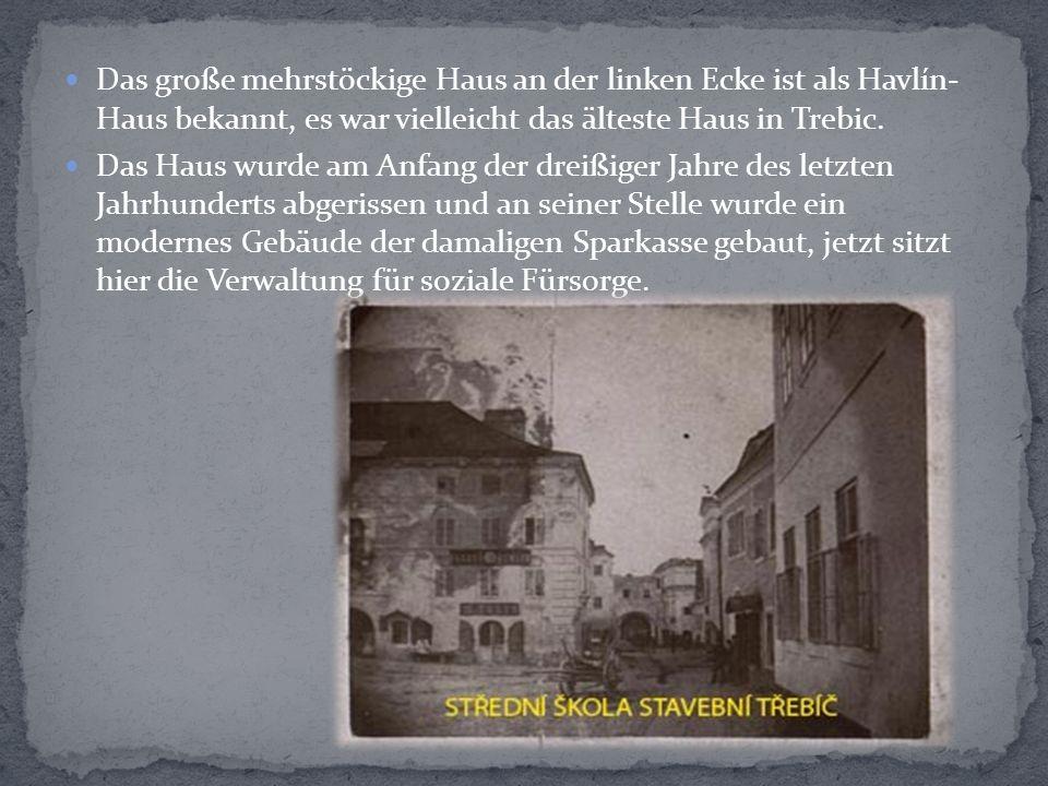 Das große mehrstöckige Haus an der linken Ecke ist als Havlín- Haus bekannt, es war vielleicht das älteste Haus in Trebic.