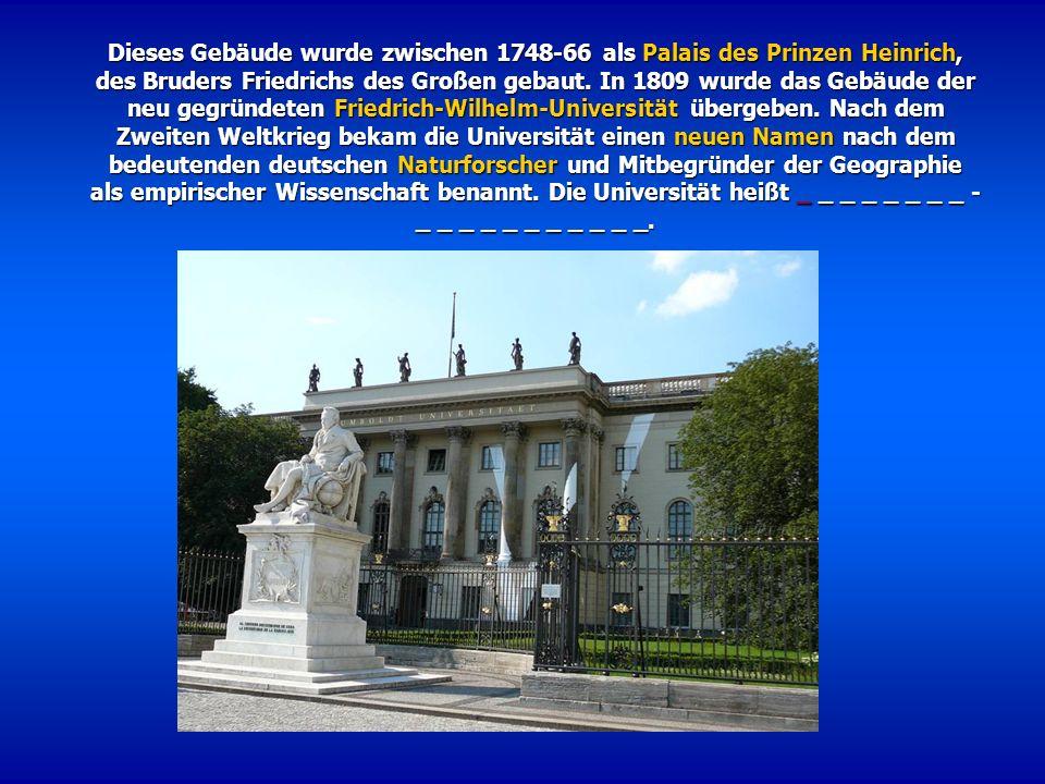 Dieses Gebäude wurde zwischen 1748-66 als Palais des Prinzen Heinrich, des Bruders Friedrichs des Großen gebaut. In 1809 wurde das Gebäude der neu geg
