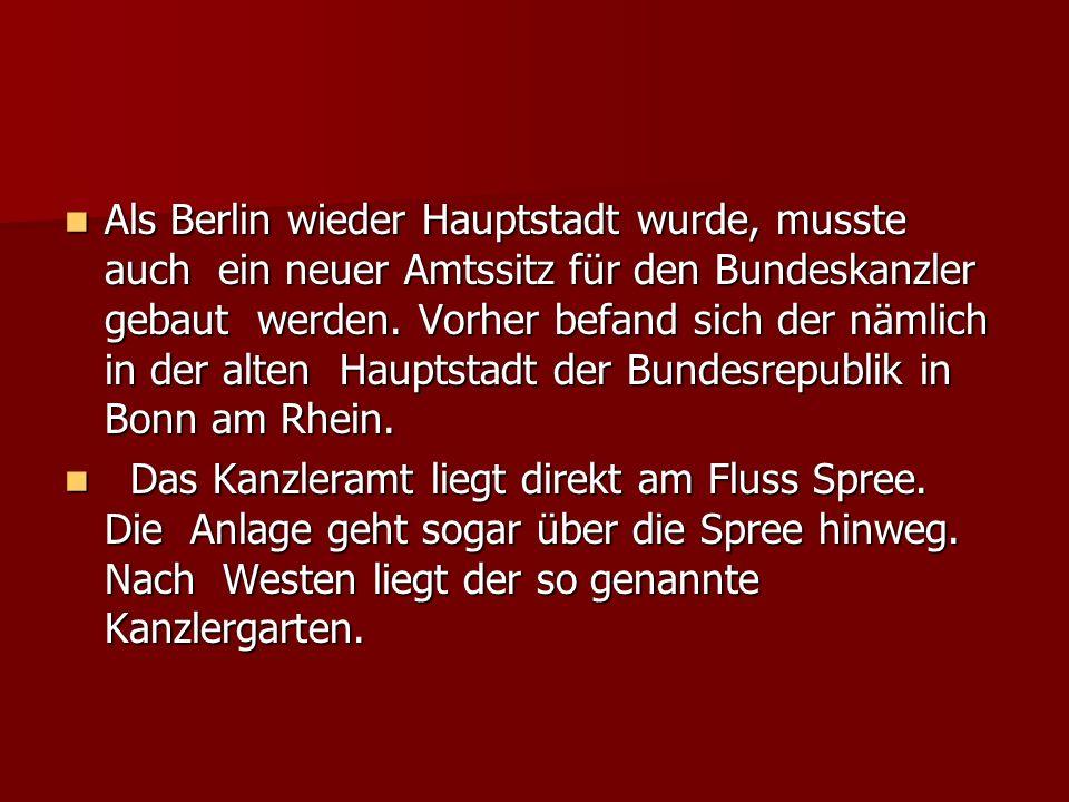 Als Berlin wieder Hauptstadt wurde, musste auch ein neuer Amtssitz für den Bundeskanzler gebaut werden. Vorher befand sich der nämlich in der alten Ha