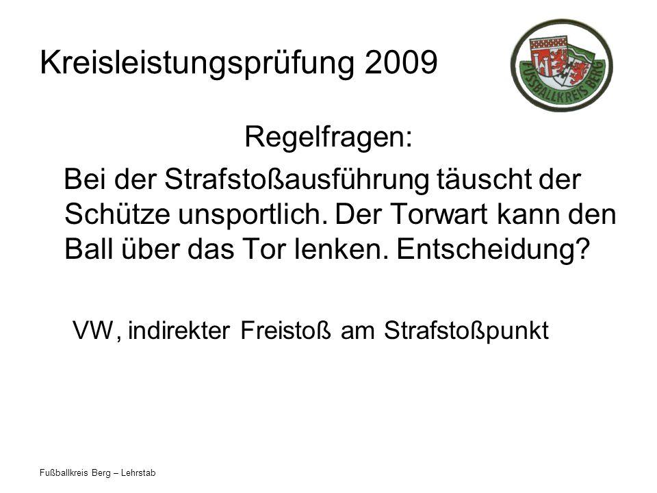 Fußballkreis Berg – Lehrstab Kreisleistungsprüfung 2009 Regelfragen: Bei der Strafstoßausführung täuscht der Schütze unsportlich. Der Torwart kann den
