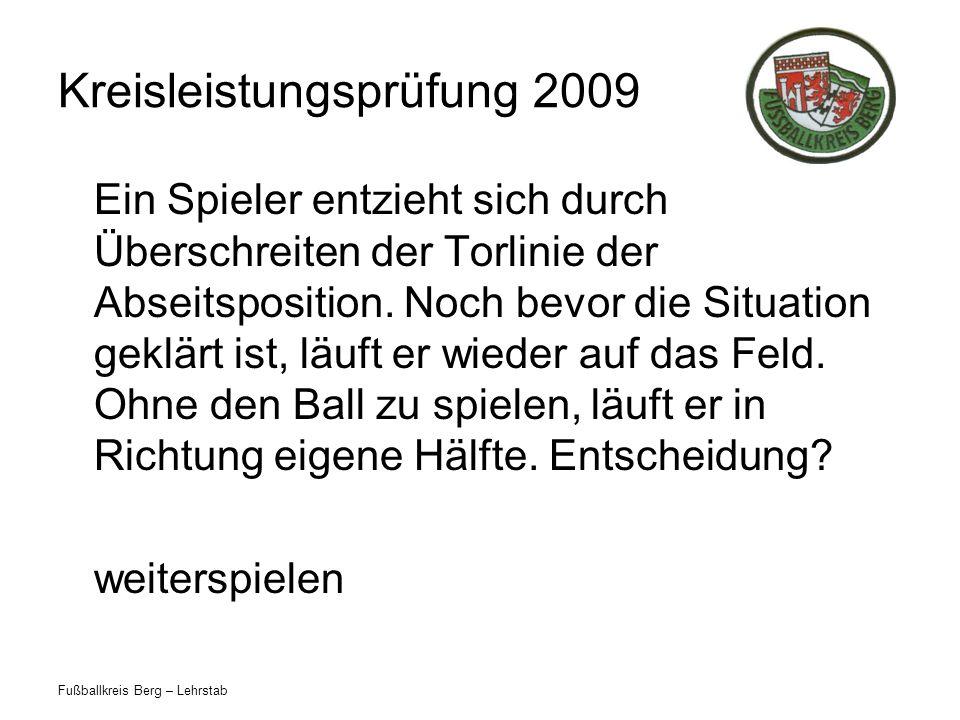 Fußballkreis Berg – Lehrstab Kreisleistungsprüfung 2009 Ein Spieler entzieht sich durch Überschreiten der Torlinie der Abseitsposition. Noch bevor die