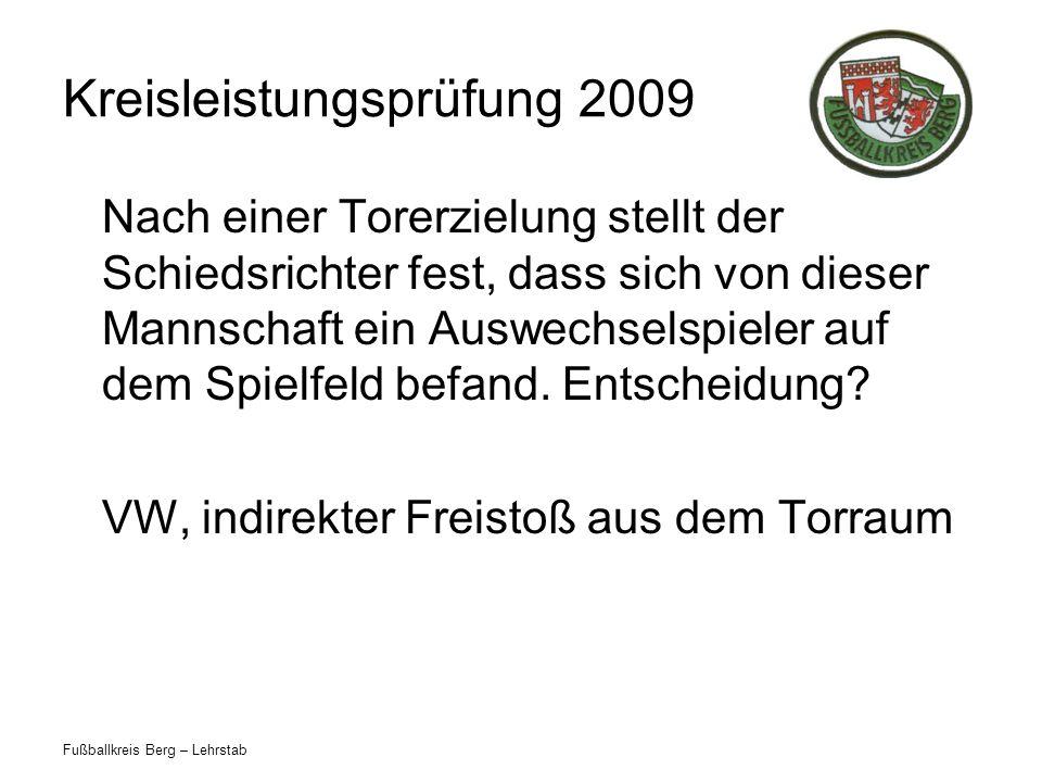 Fußballkreis Berg – Lehrstab Kreisleistungsprüfung 2009 Nach einer Torerzielung stellt der Schiedsrichter fest, dass sich von dieser Mannschaft ein Au