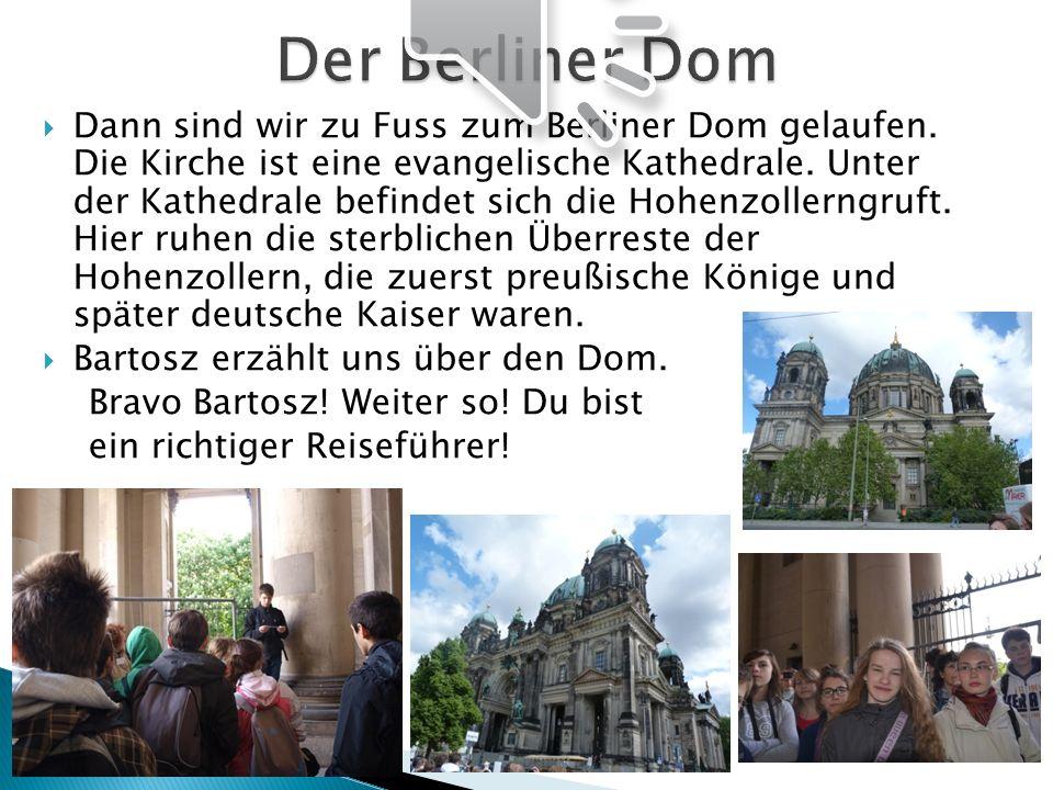 Dann sind wir zu Fuss zum Berliner Dom gelaufen. Die Kirche ist eine evangelische Kathedrale. Unter der Kathedrale befindet sich die Hohenzollerngruft