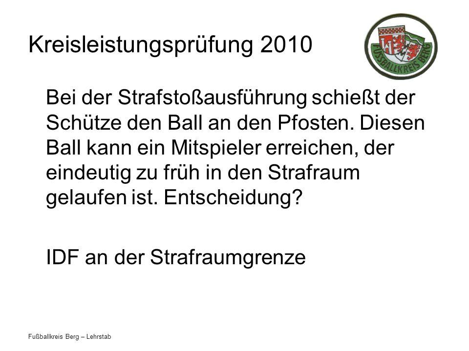 Fußballkreis Berg – Lehrstab Kreisleistungsprüfung 2010 Bei der Strafstoßausführung schießt der Schütze den Ball an den Pfosten.