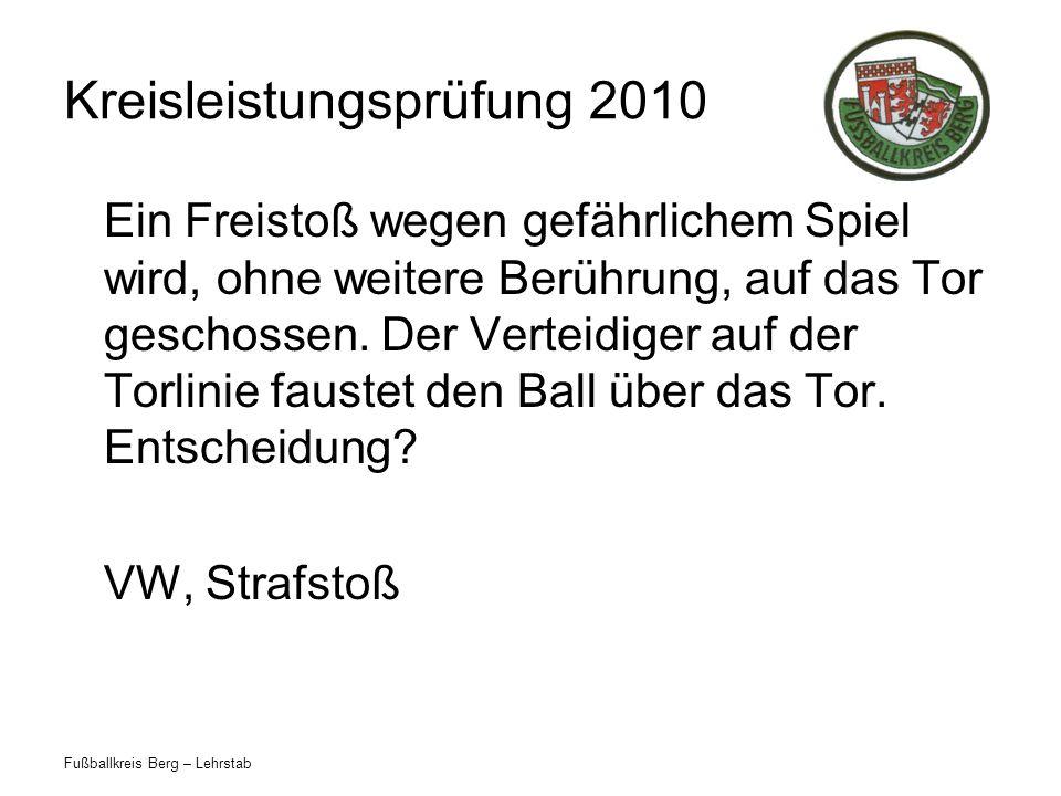 Fußballkreis Berg – Lehrstab Kreisleistungsprüfung 2010 Ein Freistoß wegen gefährlichem Spiel wird, ohne weitere Berührung, auf das Tor geschossen.