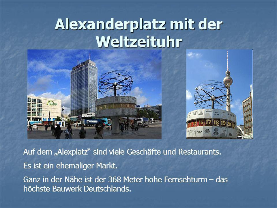 Alexanderplatz mit der Weltzeituhr Auf dem Alexplatz sind viele Geschäfte und Restaurants. Es ist ein ehemaliger Markt. Ganz in der Nähe ist der 368 M