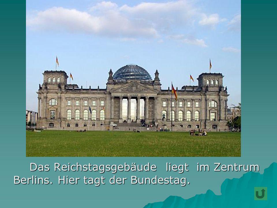 Bekannt ist auch der Alexanderplatz Bekannt ist auch der Alexanderplatz mit der Weltzeituhr.