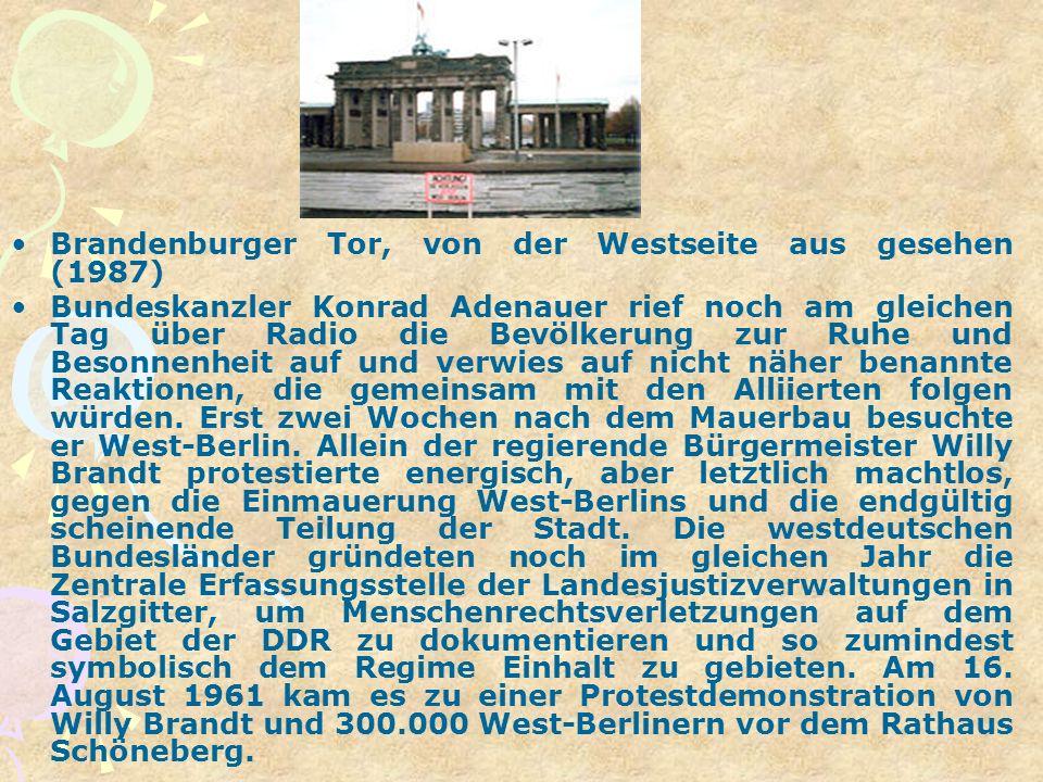 Brandenburger Tor, von der Westseite aus gesehen (1987) Bundeskanzler Konrad Adenauer rief noch am gleichen Tag über Radio die Bevölkerung zur Ruhe un