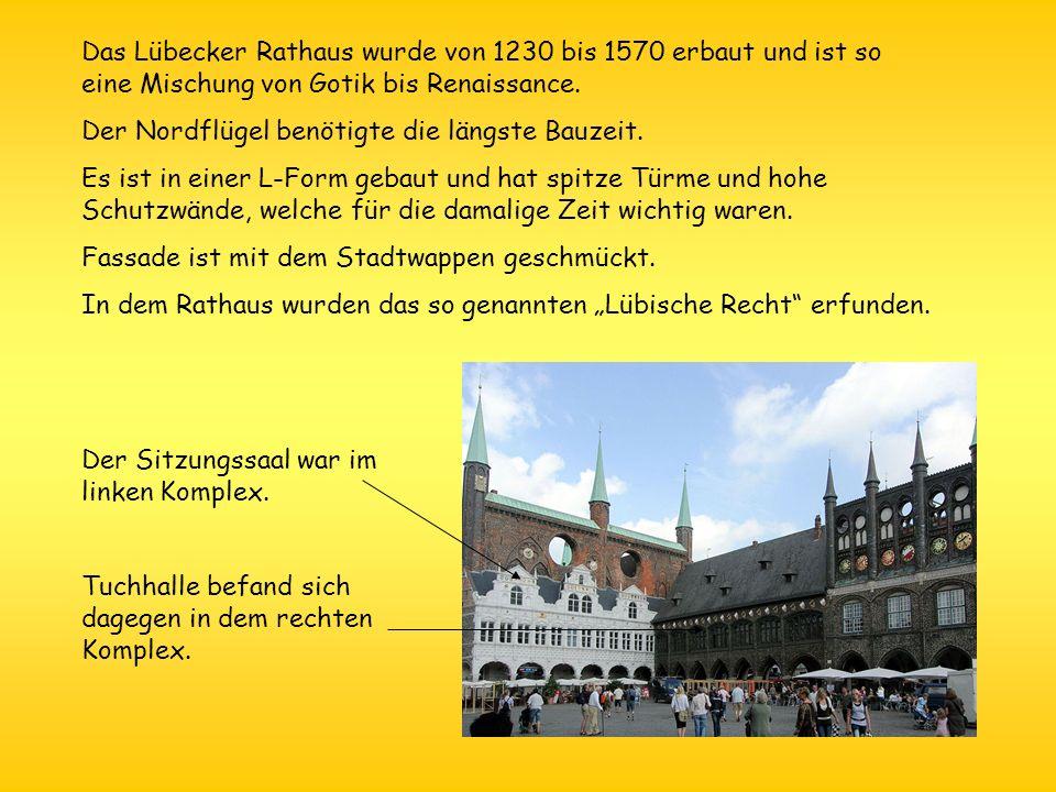Das Lübecker Rathaus wurde von 1230 bis 1570 erbaut und ist so eine Mischung von Gotik bis Renaissance. Der Nordflügel benötigte die längste Bauzeit.