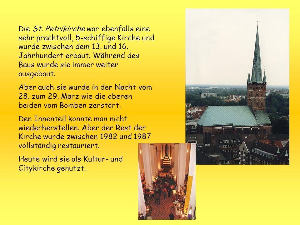 Die St. Petrikirche war ebenfalls eine sehr prachtvoll, 5-schiffige Kirche und wurde zwischen dem 13. und 16. Jahrhundert erbaut. Während des Baus wur