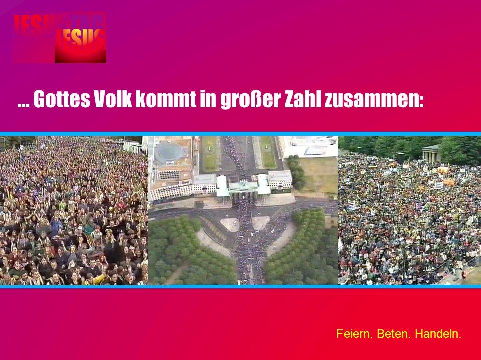 ... Gottes Volk kommt in großer Zahl zusammen: