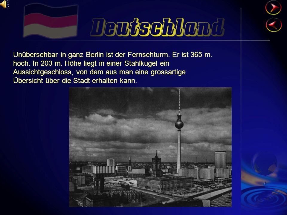 Unübersehbar in ganz Berlin ist der Fernsehturm.Er ist 365 m.