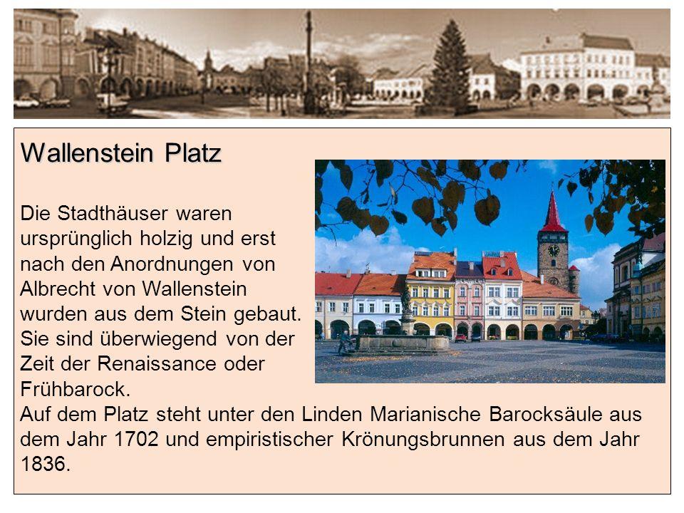 Wallenstein Platz Die Stadthäuser waren ursprünglich holzig und erst nach den Anordnungen von Albrecht von Wallenstein wurden aus dem Stein gebaut.