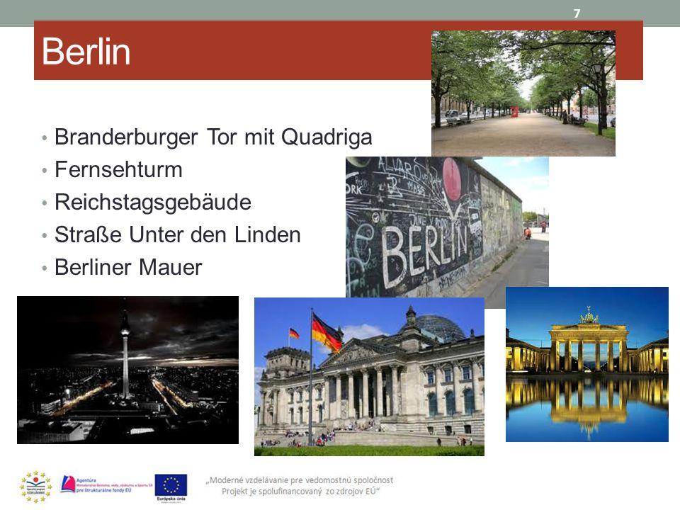 Berlin Branderburger Tor mit Quadriga Fernsehturm Reichstagsgebäude Straße Unter den Linden Berliner Mauer 7