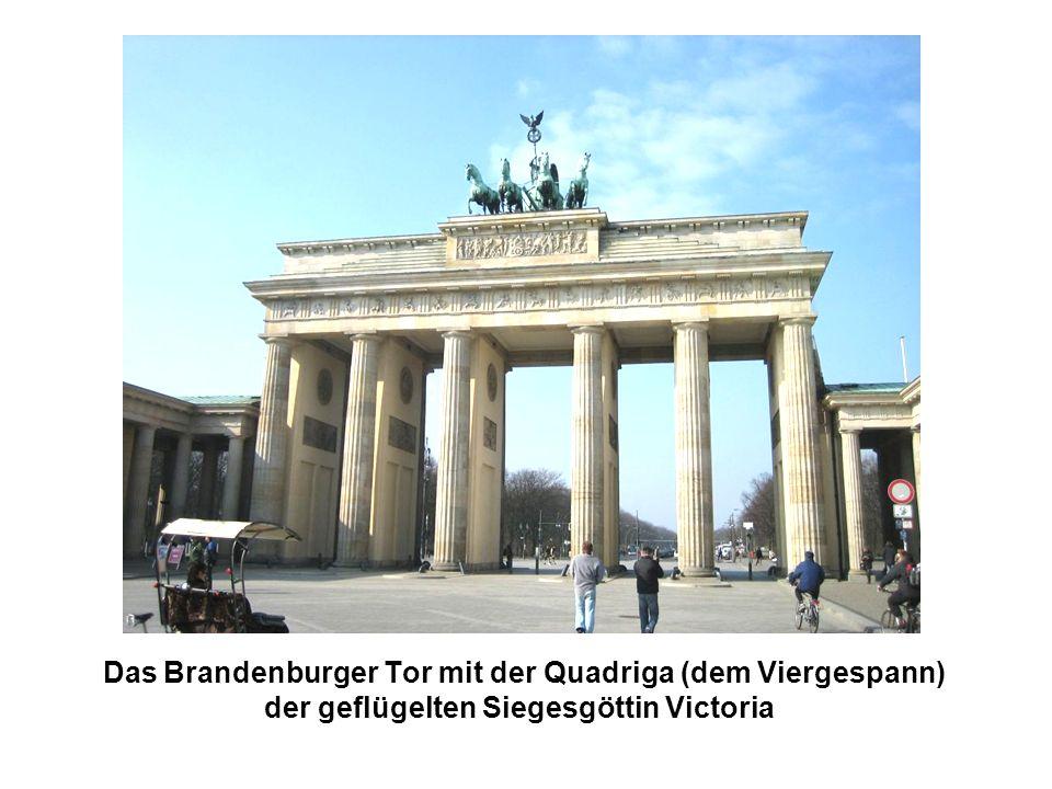 Das Brandenburger Tor mit der Quadriga (dem Viergespann) der geflügelten Siegesgöttin Victoria