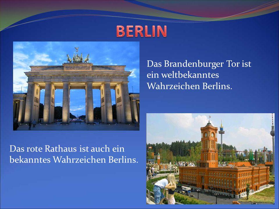 Das Brandenburger Tor ist ein weltbekanntes Wahrzeichen Berlins. Das rote Rathaus ist auch ein bekanntes Wahrzeichen Berlins.