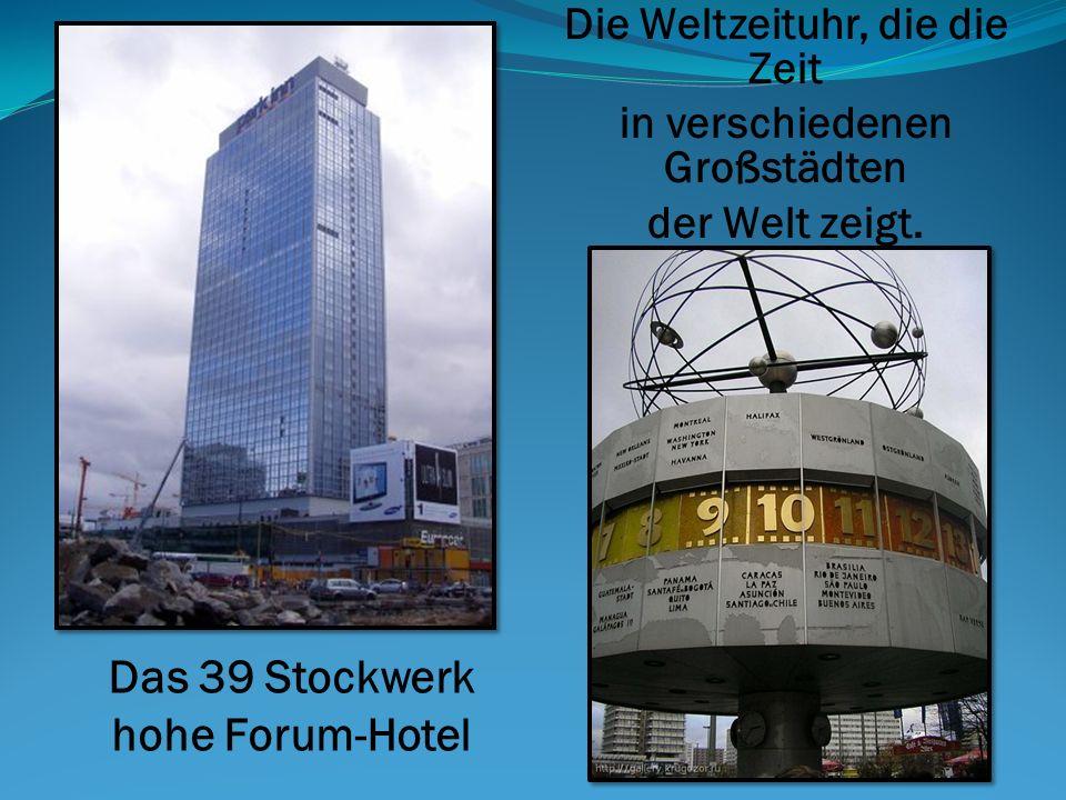 Die Weltzeituhr, die die Zeit in verschiedenen Großstädten der Welt zeigt. Das 39 Stockwerk hohe Forum-Hotel