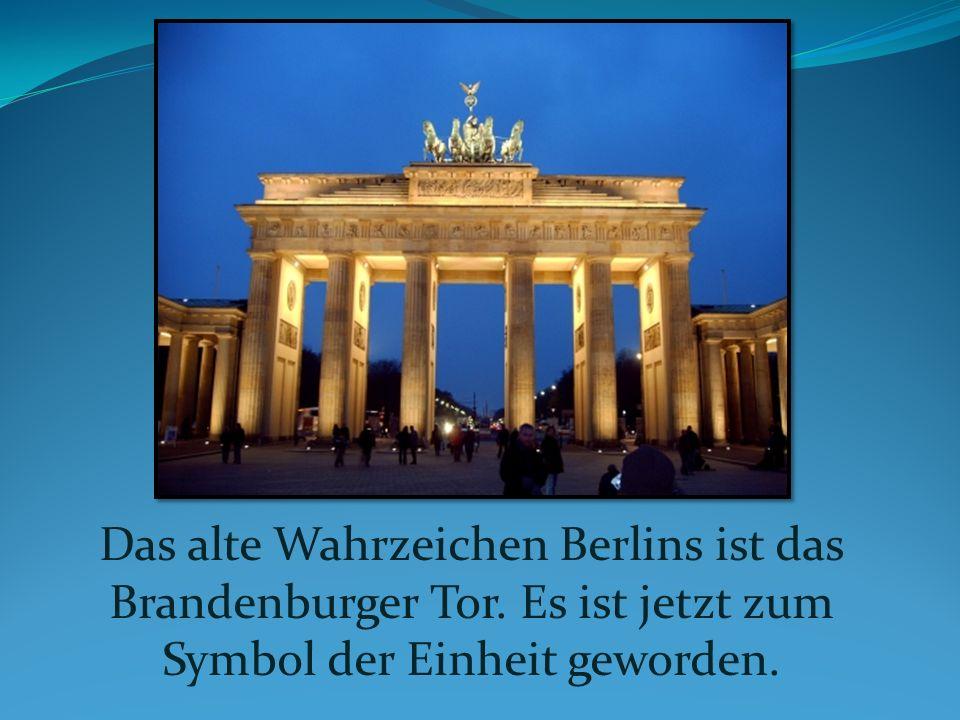 Das alte Wahrzeichen Berlins ist das Brandenburger Tor. Es ist jetzt zum Symbol der Einheit geworden.