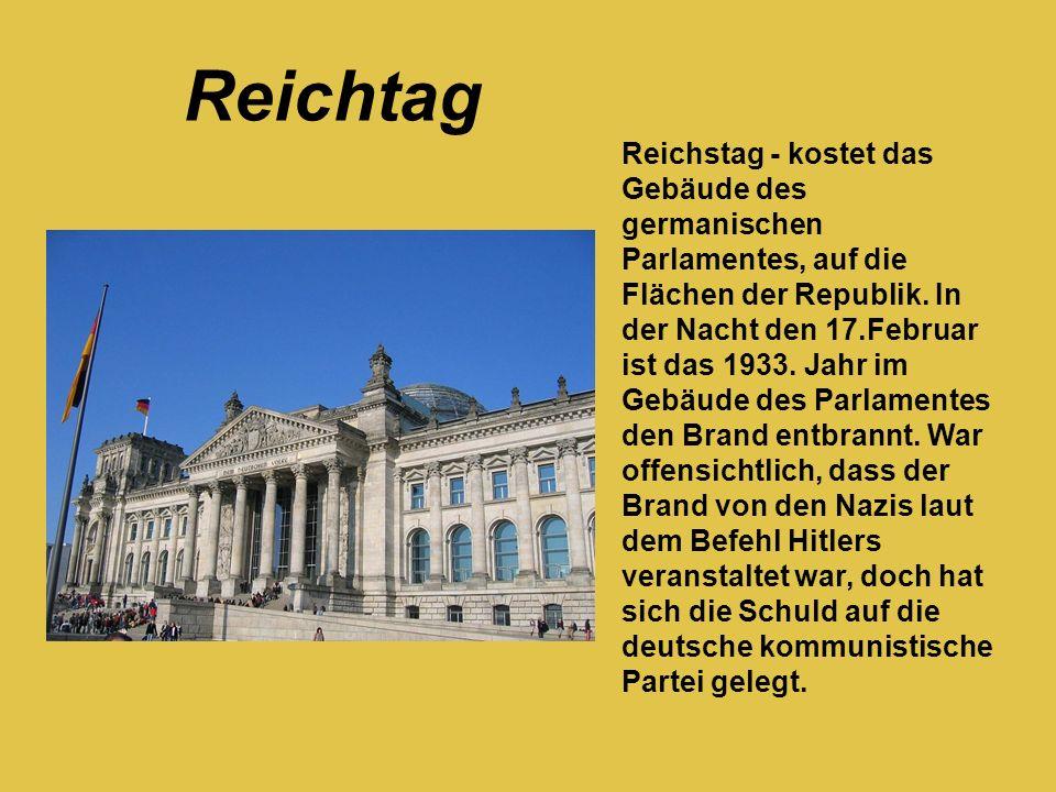 Reichstag - kostet das Gebäude des germanischen Parlamentes, auf die Flächen der Republik. In der Nacht den 17.Februar ist das 1933. Jahr im Gebäude d