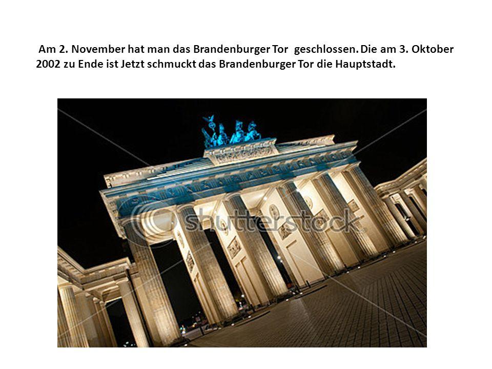Am 2. November hat man das Brandenburger Tor geschlossen. Die am 3. Oktober 2002 zu Ende ist Jetzt schmuckt das Brandenburger Tor die Hauptstadt.