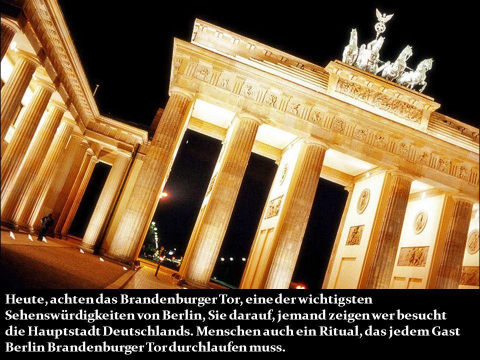 Heute, achten das Brandenburger Tor, eine der wichtigsten Sehenswürdigkeiten von Berlin, Sie darauf, jemand zeigen wer besucht die Hauptstadt Deutschl