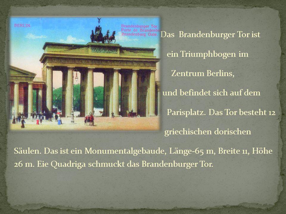 Das Brandenburger Tor ist ein Triumphbogen im Zentrum Berlins, und befindet sich auf dem Parisplatz. Das Tor besteht 12 griechischen dorischen Säulen.