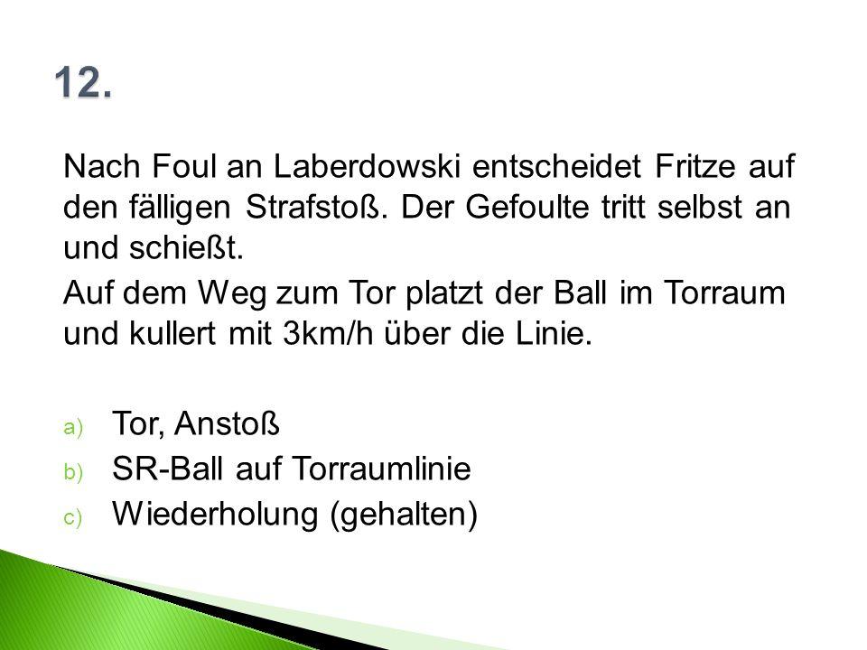 Nach Foul an Laberdowski entscheidet Fritze auf den fälligen Strafstoß.