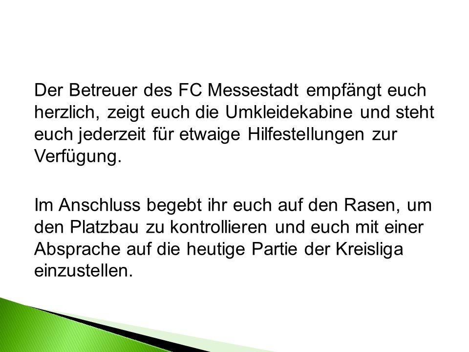 Fritze unterbricht das Spiel, da sich ein Spieler offensichtlich etwas schwerer verletzt hat und eine Behandlung benötigt.