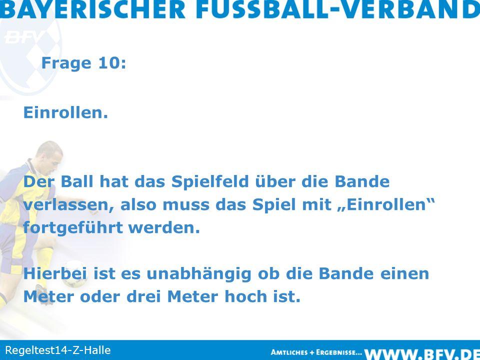 Regeltest14-Z-Halle Frage 10: Einrollen. Der Ball hat das Spielfeld über die Bande verlassen, also muss das Spiel mit Einrollen fortgeführt werden. Hi