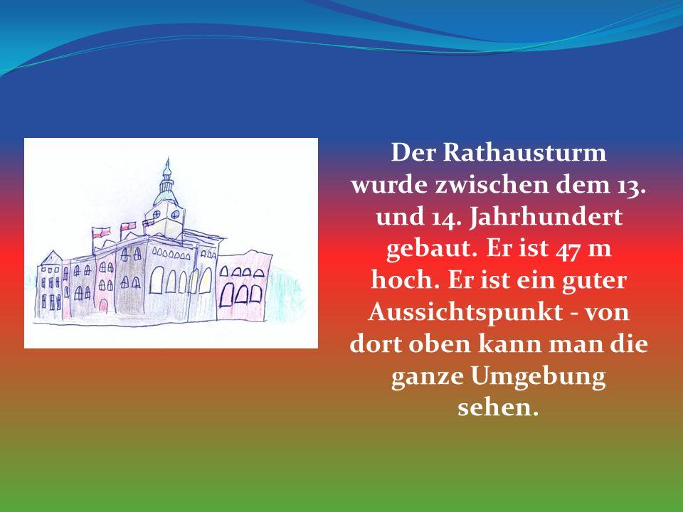 Der Rathausturm wurde zwischen dem 13. und 14. Jahrhundert gebaut.