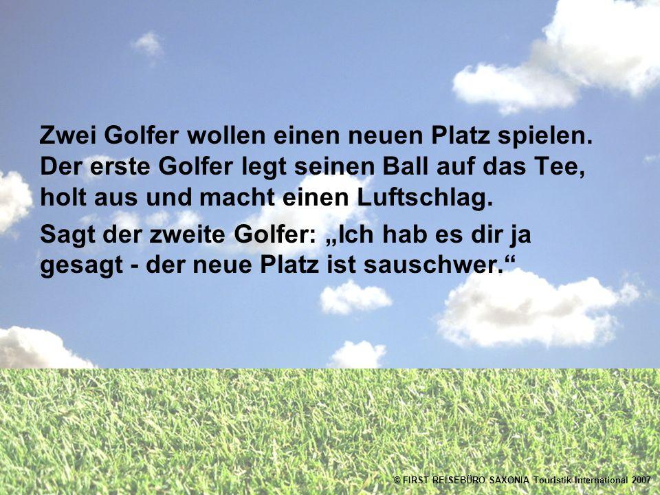 Zwei Golfer wollen einen neuen Platz spielen.