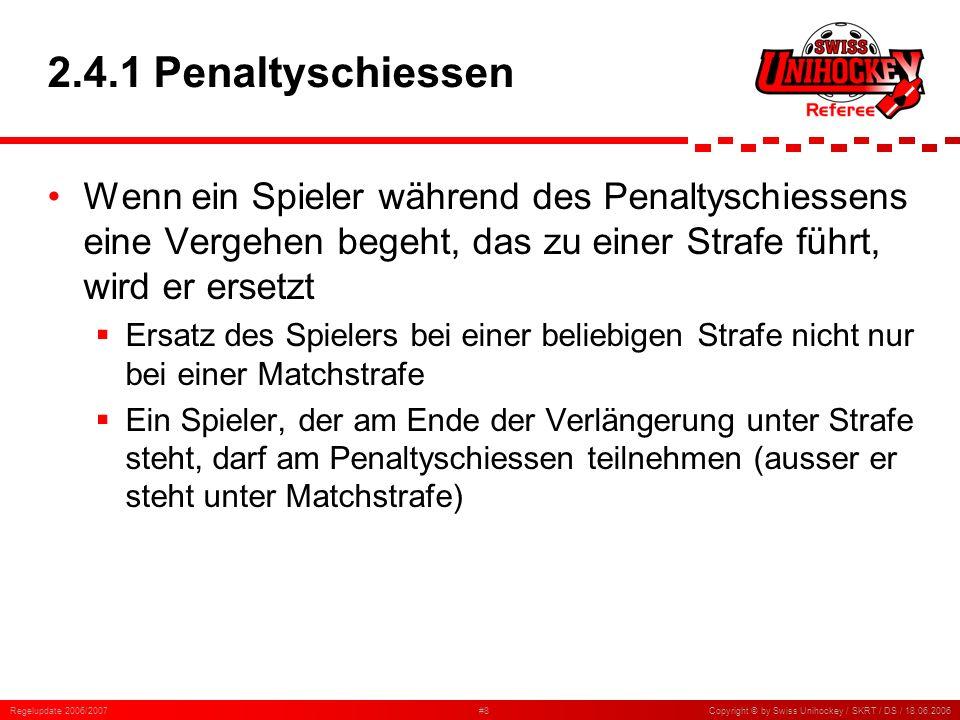 Regelupdate 2006/2007#19Copyright © by Swiss Unihockey / SKRT / DS / 18.06.2006 5.7.18 Rückpass zum Torhüter (3) Ein Feldspieler lässt den Ball beim Torraum liegen und lässt sich auswechseln, worauf der Torhüter den Ball aufnimmt Dies ist ein Rückpass zum Torhüter Ein gegnerischer Spieler spielt vor dem Tor einen Pass, der jedoch von einem Verteidiger berührt wird und zum Torhüter springt Dies ist kein Rückpass zum Torhüter Spieler beider Teams kämpfen innerhalb des Torraums um den Ball; ein Verteidiger bekommt den Ball kurzzeitig unter Kontrolle, und der Torhüter nimmt den Ball auf Ob diese Aktion als Rückpass zum Torhüter beurteilt werden muss oder nicht, hängt davon ab, wie klar der Verteidiger in Ballbesitz war Ein hoher Ball wird von einem Feldspieler mit der Brust absichtlich zu seinem Torhüter gespielt Dies ist ein Rückpass zum Torhüter