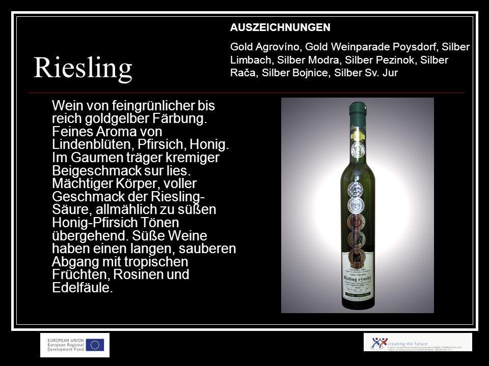 Riesling Wein von feingrünlicher bis reich goldgelber Färbung.