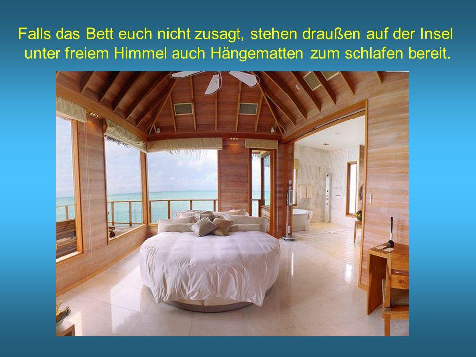 Falls das Bett euch nicht zusagt, stehen draußen auf der Insel unter freiem Himmel auch Hängematten zum schlafen bereit.