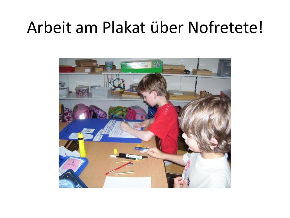 Arbeit am Plakat über Nofretete!