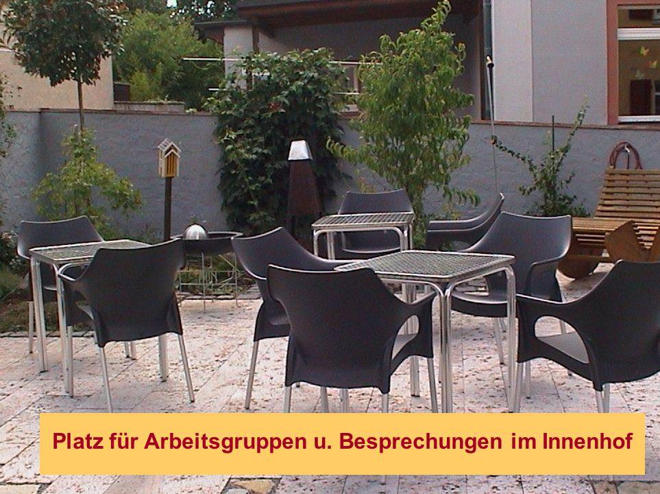 Platz für Arbeitsgruppen u. Besprechungen im Innenhof