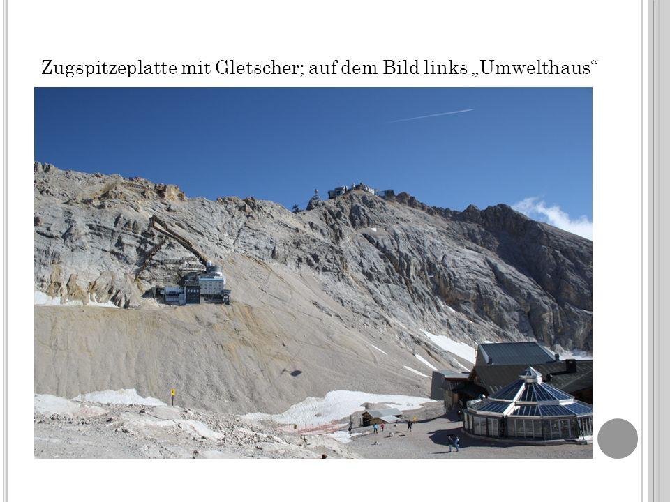 Zugspitzeplatte mit Gletscher; auf dem Bild links Umwelthaus