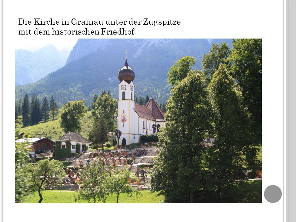 Die Kirche in Grainau unter der Zugspitze mit dem historischen Friedhof