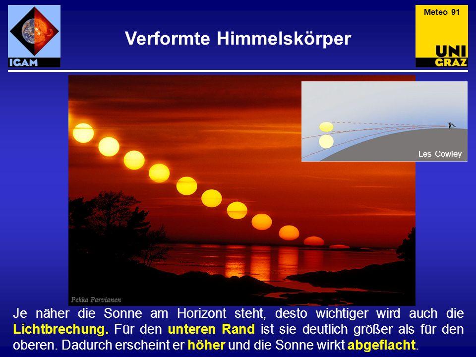 Je näher die Sonne am Horizont steht, desto wichtiger wird auch die Lichtbrechung. Für den unteren Rand ist sie deutlich größer als für den oberen. Da