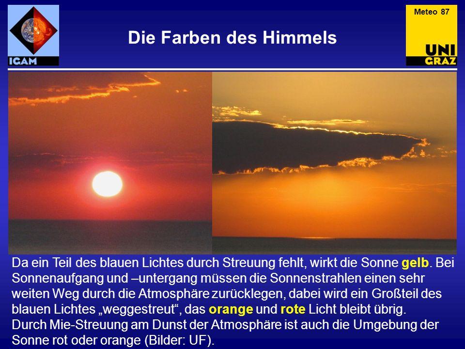 Die Farben des Himmels Da ein Teil des blauen Lichtes durch Streuung fehlt, wirkt die Sonne gelb. Bei Sonnenaufgang und –untergang müssen die Sonnenst