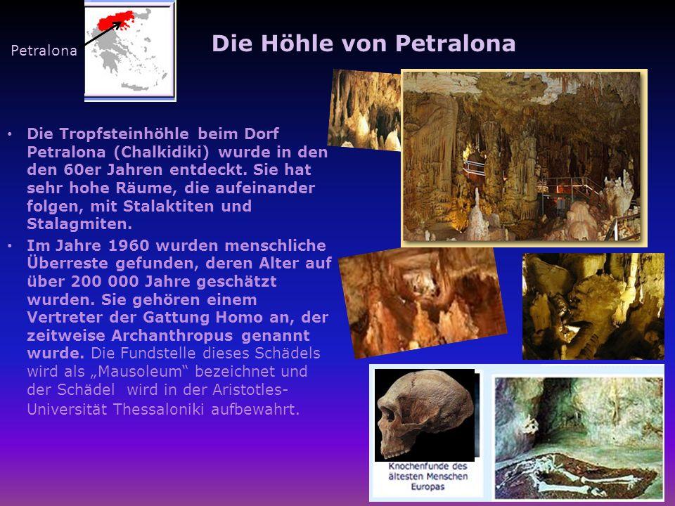 Die Höhle von Petralona Die Tropfsteinhöhle beim Dorf Petralona (Chalkidiki) wurde in den den 60er Jahren entdeckt. Sie hat sehr hohe Räume, die aufei