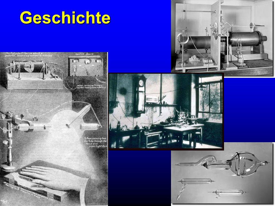 Eigenschaften der Röntgenstrahlung ist unsichtbar, breitet sich mit Lichtgeschwindigkeit aus durchdringt Materialien und wird dadurch geschwächt und erzeugt Sekundärstrahlung bringt entsprechend präpariertes Material zum leuchten ist fotochemisch (schwärzt eine fotografische Schicht) hat biologische Wirkungen