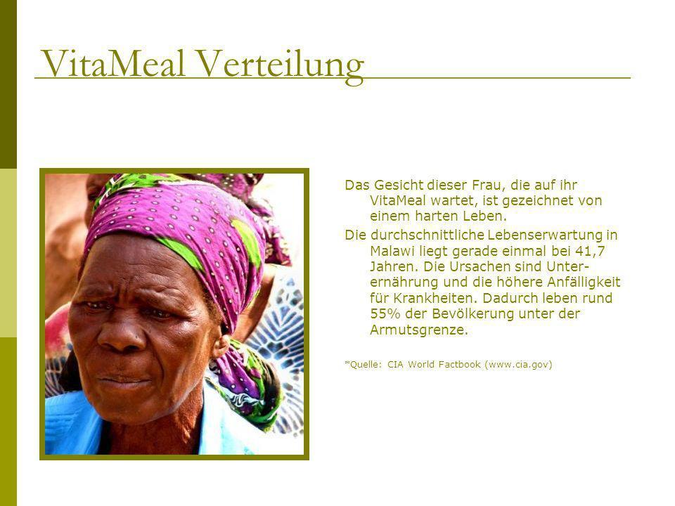 Das Gesicht dieser Frau, die auf ihr VitaMeal wartet, ist gezeichnet von einem harten Leben. Die durchschnittliche Lebenserwartung in Malawi liegt ger