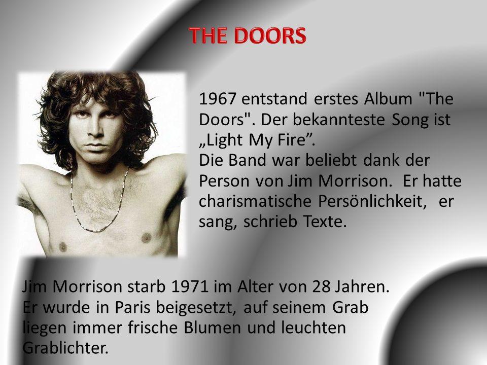 Jim Morrison starb 1971 im Alter von 28 Jahren. Er wurde in Paris beigesetzt, auf seinem Grab liegen immer frische Blumen und leuchten Grablichter. 19