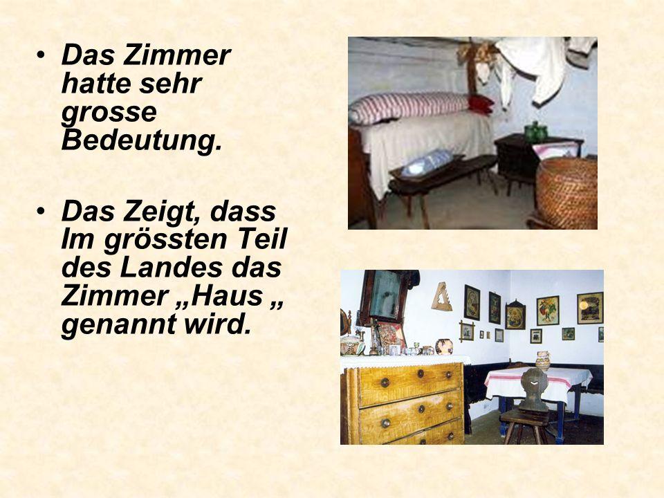 Das Bauernhaus mit Zimmer, Küche und Kammer hat zahlreiche lokale Varianten. Es gibt Häuser mit zwei oder mehr Zimmer, oder mit zwei Kammer. Später ha